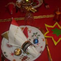 Déco de table de Noël : assiette pour les garçons