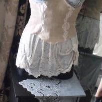Création : Mannequin séduisant dentelle en trompe l'oeil