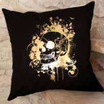 Décoration coussin tête de mort - Noir et or