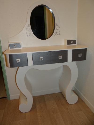 cr ation coiffeuse en carton cr ation meuble en carton de annejcarton n 49 200 vue 5 422 fois. Black Bedroom Furniture Sets. Home Design Ideas