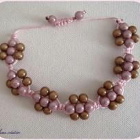 Création bracelet tissage shamballa fleur pour une romantique