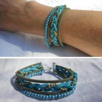 Création bracelet multirangs suédine et perles de rocaille