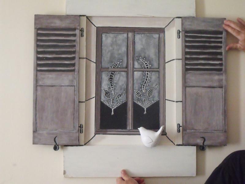 Cr ation d coration en trompe l 39 oeil petit oiseau sur for Tete de fenetre decorative