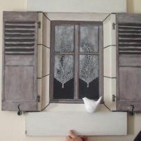 Création décoration en trompe l'oeil : Petit oiseau sur fenêtre