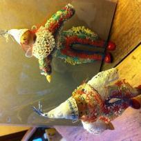 Création de figurines : ballade des clowns aux pieds rouges !