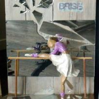 Sculpture danseuse en papier maché : rêve brisé