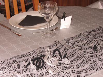 d coration de table d 39 anniversaire th me musique cr ation art de la table de granville n. Black Bedroom Furniture Sets. Home Design Ideas