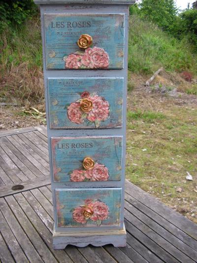 Petit meuble customis motif roses cr ation serviettes for Meuble customise peinture