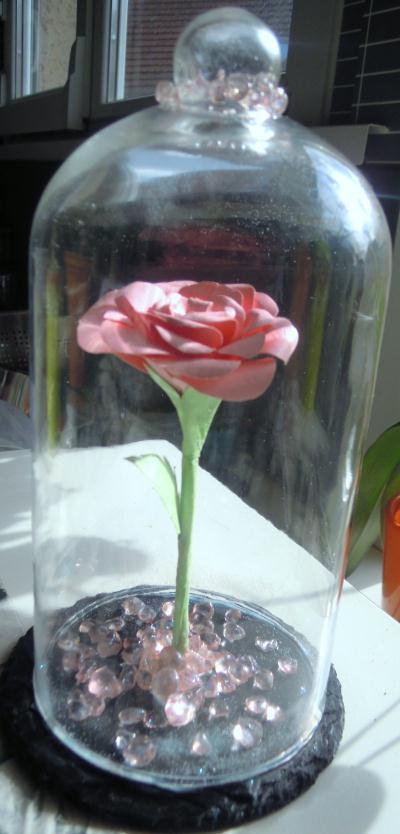 Cr ation rose r alis e papier sous cloche style belle et la b te cr ation d coration de - Rose sous cloche la belle et la bete ...