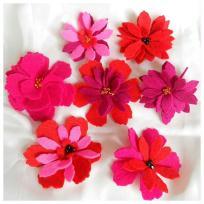 Création fleurs en feutrine et perles