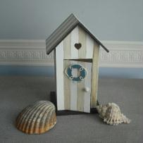 Création cabine de plage en bois peint