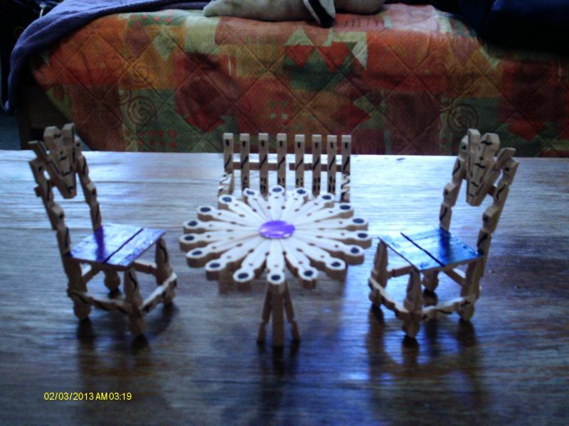 cr ation d 39 un petit jardin 2 chaises 1 banc une table ronde cr ation cr ation en pinces. Black Bedroom Furniture Sets. Home Design Ideas