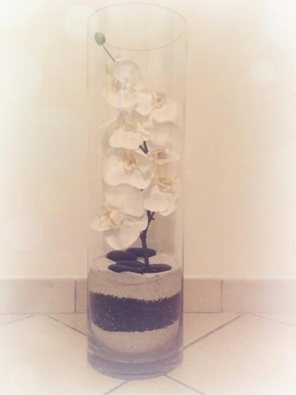 cr ation orchid e dans un vase de sable et galet cr ation art floral de emma mascarelli n. Black Bedroom Furniture Sets. Home Design Ideas
