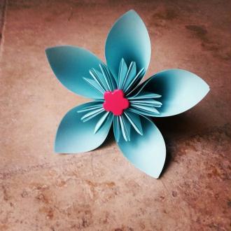 Création grande fleur bleue en origami