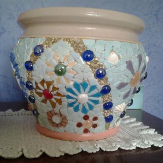 Création Pot de fleur recouvert de mosaique