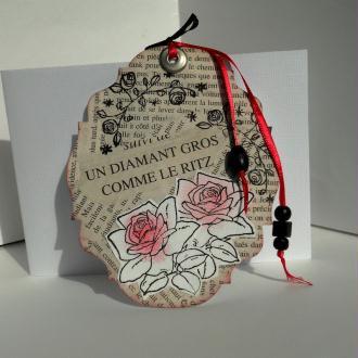 Création Marque-page Vieux livre et roses tamponnées