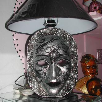 Création Lampe Masque noir et argent