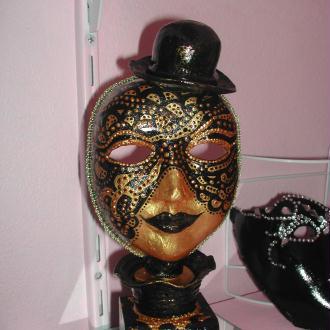Création Masque décoratif noir et or