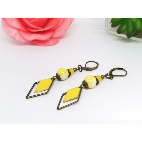 Kit de boucles d'oreilles apprêts bronze et sequin émail jaune losange - Photo n°2