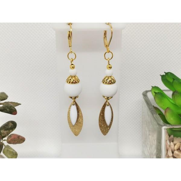 Kit boucles d'oreilles pendentif dague doré et perles blanches - Photo n°2