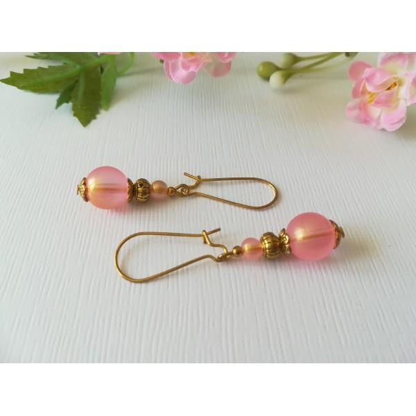 Kit boucles d'oreilles apprêts dorés et perles en verre givré saumon - Photo n°2