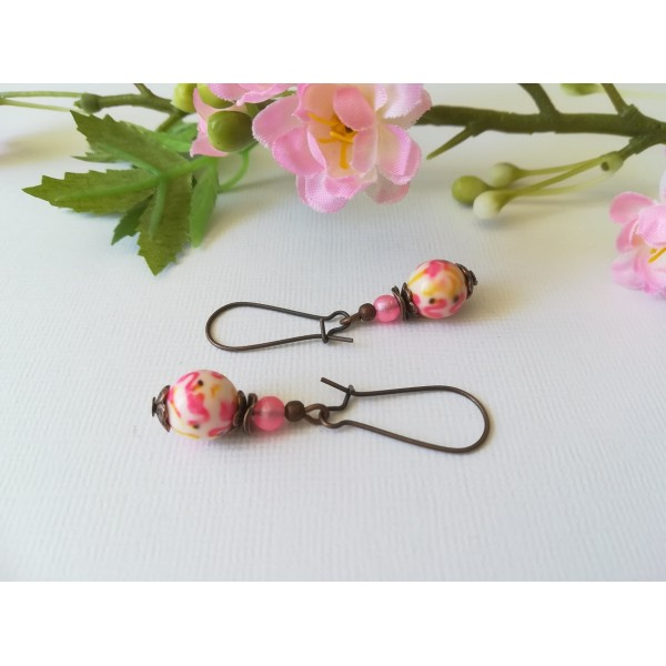 Kit de boucles d'oreilles apprêts cuivre et perle à motif rose et jaune - Photo n°2