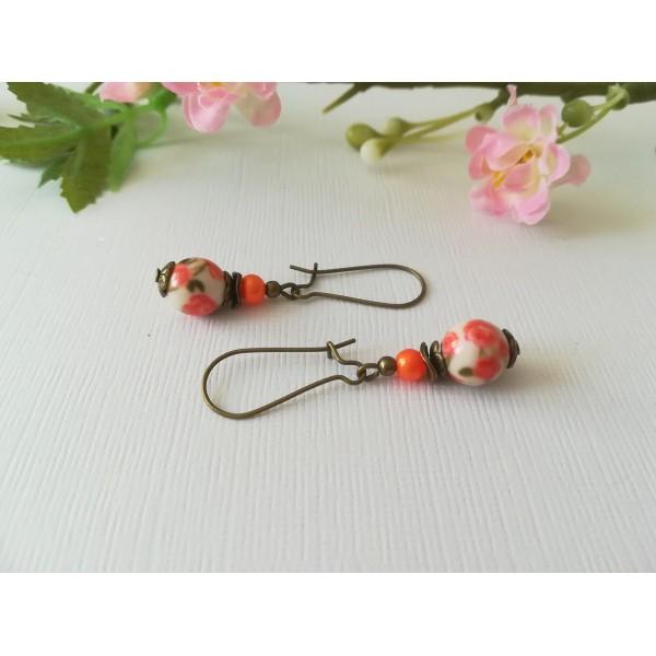 Kit boucles d'oreilles apprêts bronze et perle en verre motif fleur orange - Photo n°2