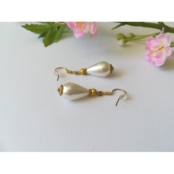 Kit boucles d'oreilles perle goutte ivoire et apprêts dorés - Photo n°1