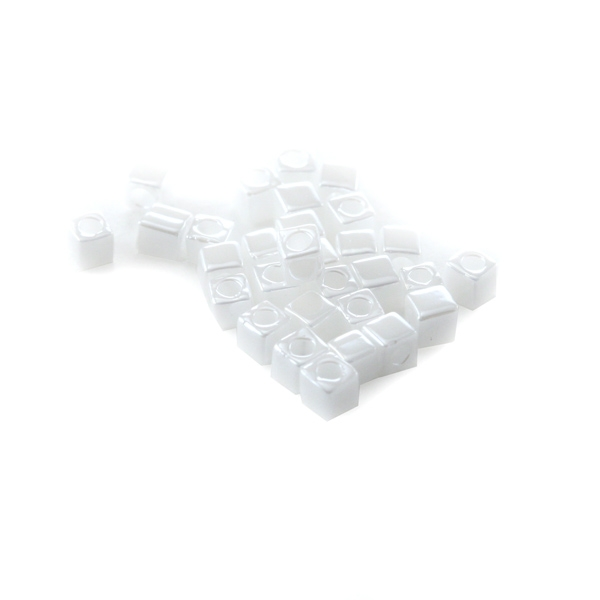 10g Miyuki Cube 1,8mm white pearl ceylon SB18-420 - Photo n°1