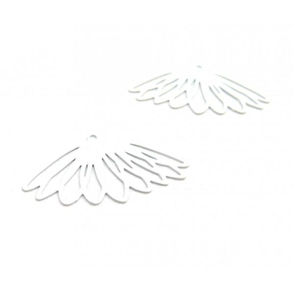AE1111636 Lot de 4 Estampes pendentif filigrane Fleur 17 par 30mm cuivre coloris Blanc - Photo n°1
