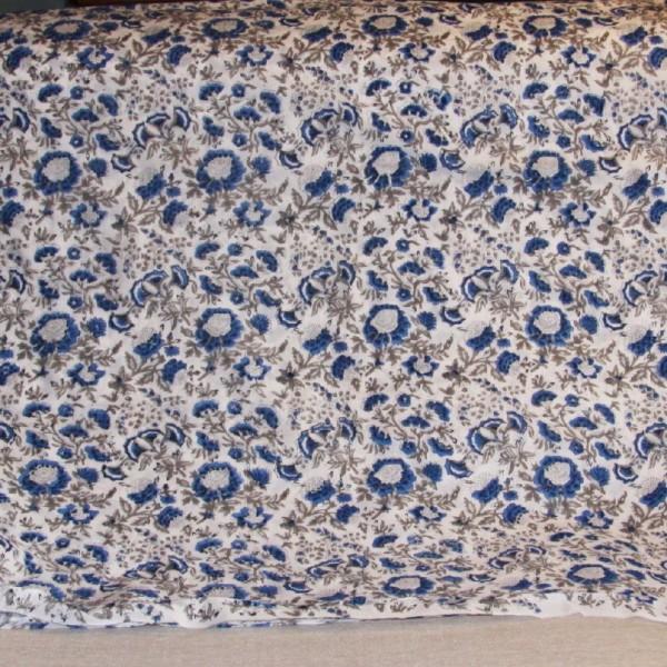Tissu fleuri blanc en voile de coton batik en 110 cm - Photo n°3