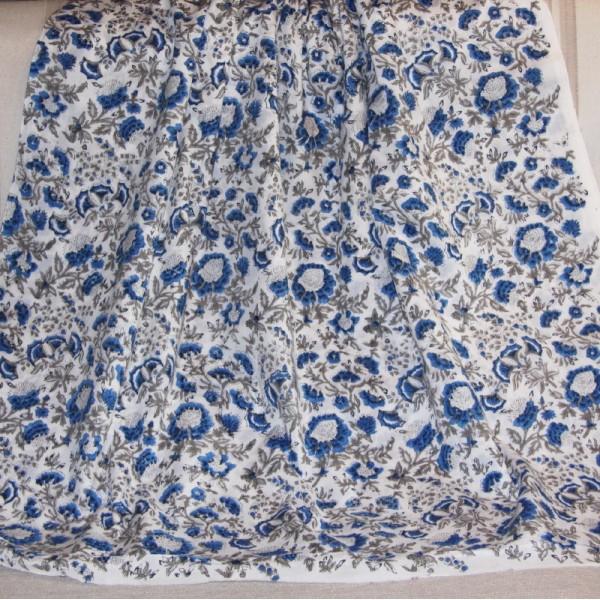 Tissu fleuri blanc en voile de coton batik en 110 cm - Photo n°4