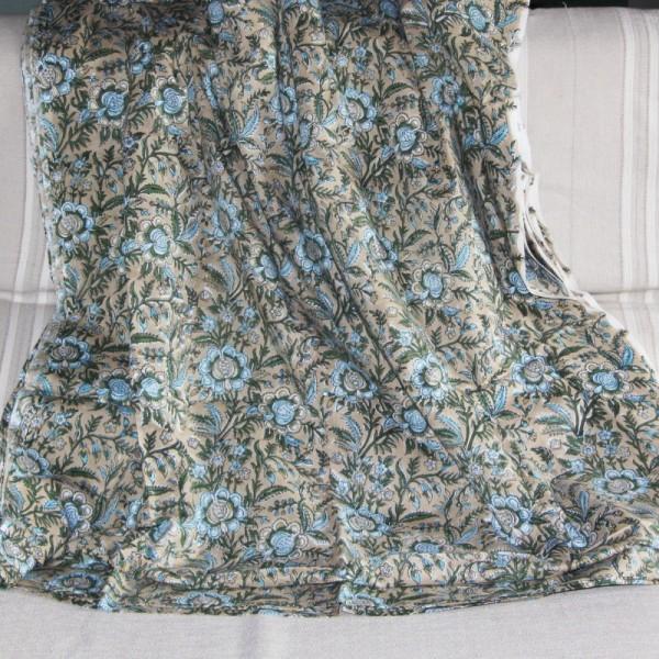 Tissu fleuri beige en voile de coton batik en 110 cm - Photo n°4