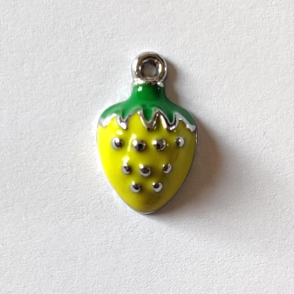 1 Breloque fraise vert - métal & émail  - 18x11mm - b33 - Photo n°1