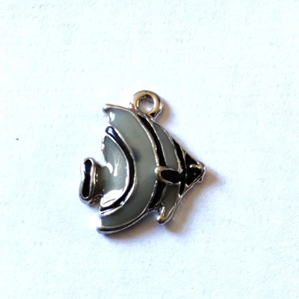 1 Breloque poisson gris et noir - métal & émail - 17x15mm - b86 - Photo n°1