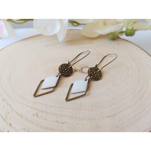 Kit boucles d'oreilles connecteurs bronzes et sequin émail blanc - Photo n°2