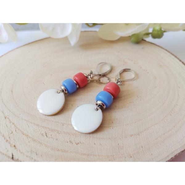 Kit boucles d'oreilles sequin émail blanc et perles en verre colonne bicolore - Photo n°2
