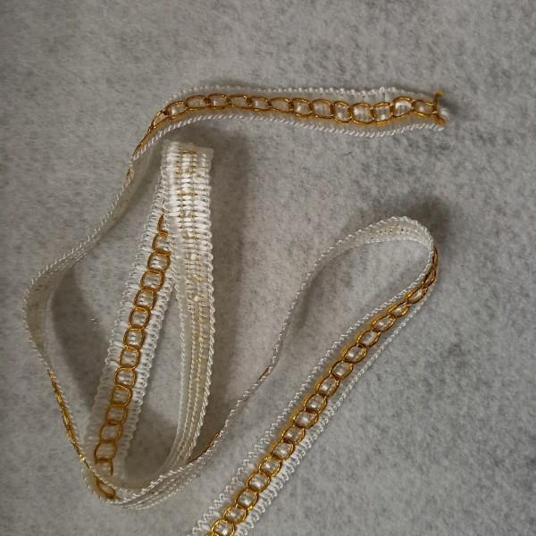 Vingt cinq mètres de ruban blanc et anneaux or - Photo n°1