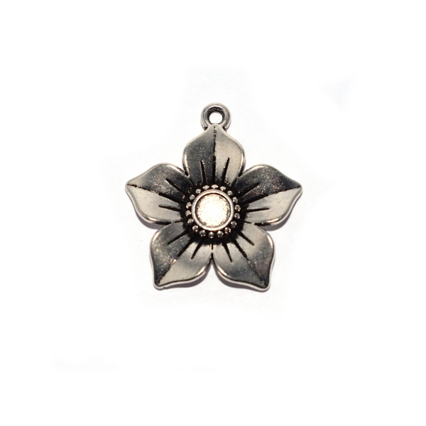 Pendentif fleur 5 pétales 27x24 mm argenté - Photo n°1