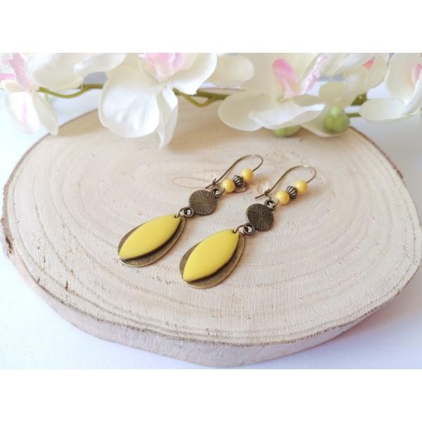 Kit boucles d'oreilles pendentifs bronzes et sequin émail jaune - Photo n°2