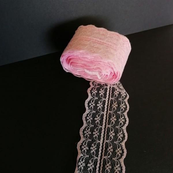 Neuf mètres de ruban dentelle rose - Photo n°1