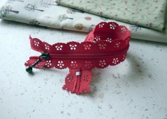 Fermeture éclair 20 cm rouge dentelle non séparable - longueur zip = 20 cm