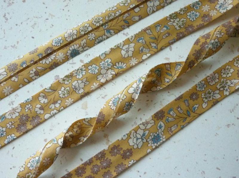 Biais 20 mm jaune moutarde fleuri liberty voile coton fin - Voile de forcage au metre ...