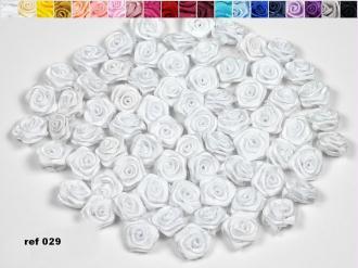 Sachet de 20 petites rose en satin 15 mm blanc 029