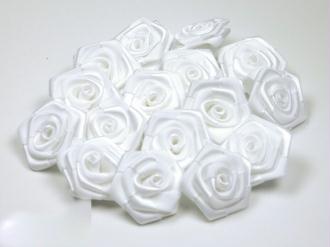 Sachet de 10 roses satin de 3 cm de diametre blanc 029