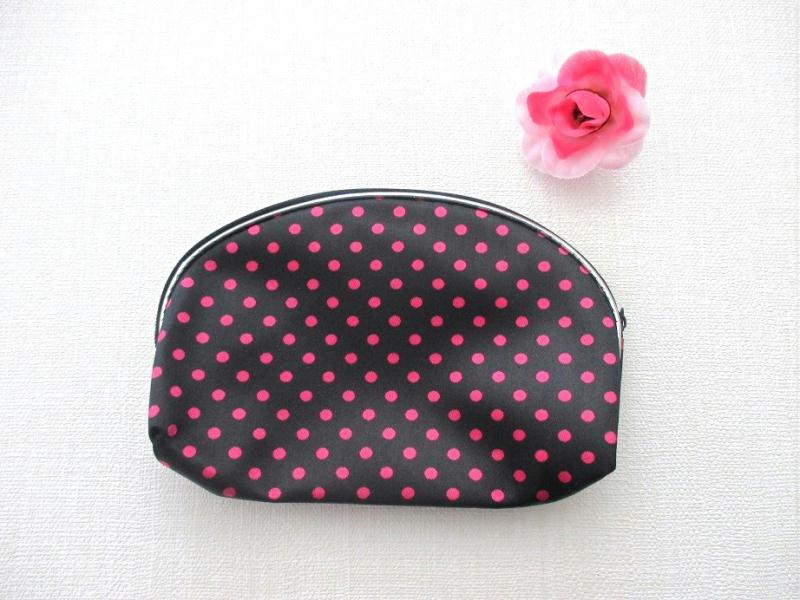 pochette zipp e noir fermeture clair motif pois rose 16 x 10 5 cm sachet tissu creavea. Black Bedroom Furniture Sets. Home Design Ideas