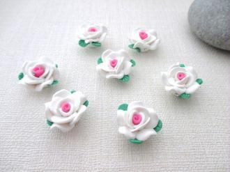 Lot de 5 fleurs pate polymère rose et blanche 23 mm