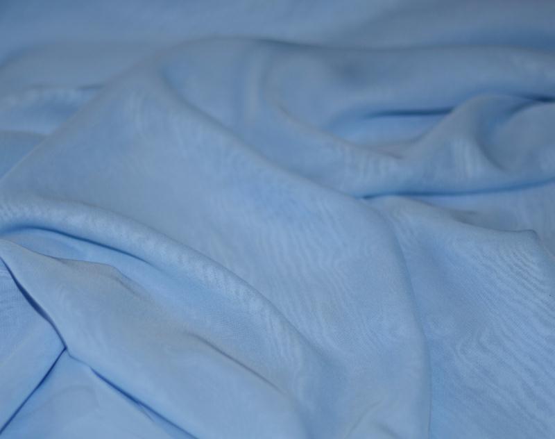 Tissu mousseline polyester fluide bleu clair coupe for Art et cuisine chaudron line