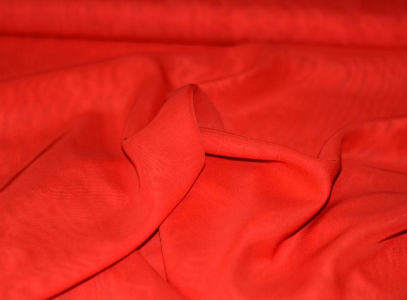 Tissu mousseline polyester fluide rouge coupe par for Art et cuisine chaudron line