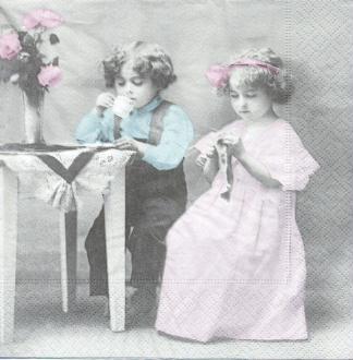 4 Serviettes en papier Jeune Couple Format Lunch